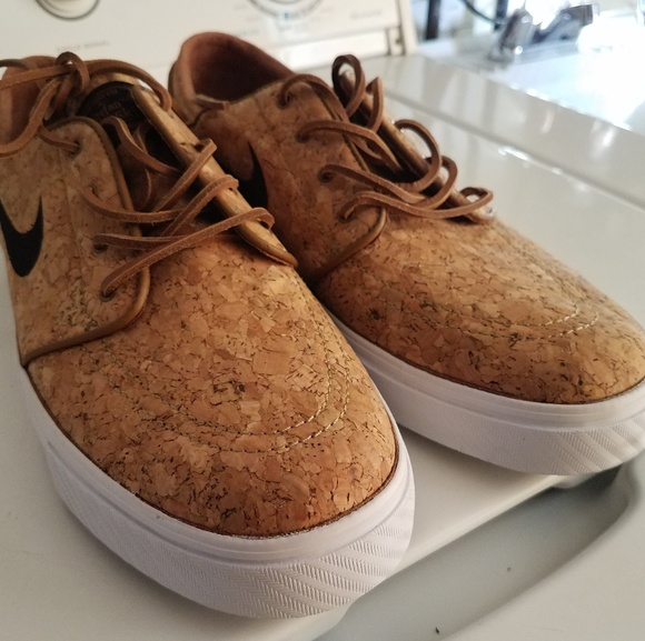 6c549ff36c7ba Nike SB Janoski Elite Ale Brown   White Cork Skate.  M 5c2bfb0f3c9844fbf796179f